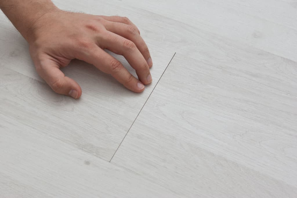 Gaps-between-laminate-flooring1-1