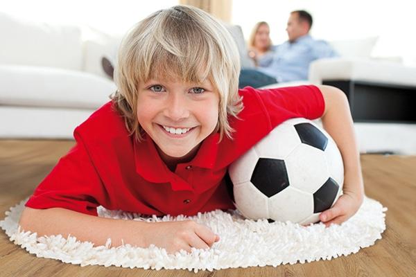 игри и томболи на лидерите в производството на подови настилки – Egger и HARO